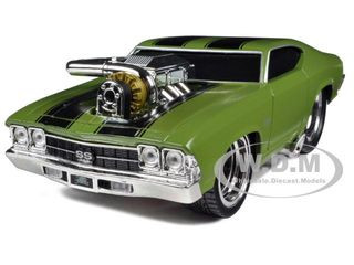 "1969 Chevrolet Chevelle SS Green ""Muscle Machines"" 1/24 Diecast Model Car Maisto 32238"