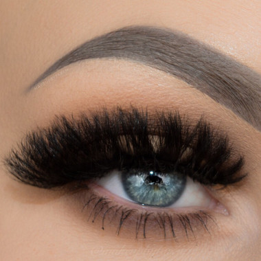 Dolapo lashes worn by Taren