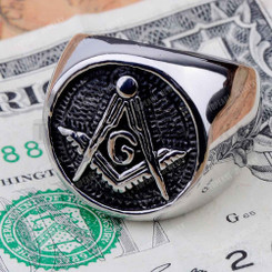 "<p>This ring is only availiable in whole sizes and <span style=""text-decoration: underline;"">not</span> half sizes.åÊ Please allow 2 weeks for delivery of this Masonic Ring.</p> <p>åÊ</p> <p>Features:</p> <p>åÊ</p> <ul> <li>Solid Back for great comfort</li> <li>316L Surgical Steel for great wear and durability</li> <li>Hypoalergenic and anti corosive</li> <li>Black antiuqed around the square and compass just like ""class rings""</li> <li>High polished shank and circumference for a great look!!!</li> <li>This is defiently a great every day wear item.</li> </ul>"