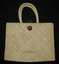 Hawaiian TOTE- NATURAL FIBER - Lauhala wOval Coco Button - Large