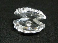 Crystal clam shell elegance