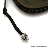 Schmuckatelli Fang Skull Zipper Pull FSZPP, Solid Pewter Bead, Black Paracord