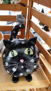 The cat is made from a dipper gourd and the mouse is made from an egg gourd.