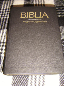 Hungarian Leather Bible with Study Notes / Magyar Biblia Magyarazo Jegyzetekkel 1