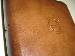 Latvian Bible Brown Leather Bound with Zipper / 054Z / 140 X 205 mm