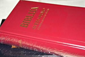 Croatian Holy Bible, Red Hardcover with Double Column Text / Old and New Testaments / Color Maps at the End / Biblija Sveto Pismo – Staroga I Novoga Zavieta, Crvena Tvrdi