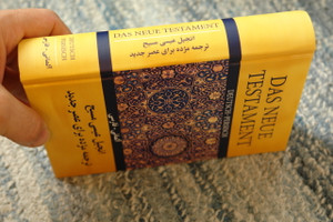 German - Persian New Testament Hardcover / Deutsch - Persisch Das Neue Testament Farsi / Text: Gute Nachricht Bible - Today's Persian Version Farsi / 2016 Print Austria