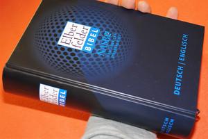 German - English Bilingual Elberfelder Bible Dark Blue Globe / Elberfelder German - English NASB New American Standard Bible / Deutsch Englisch