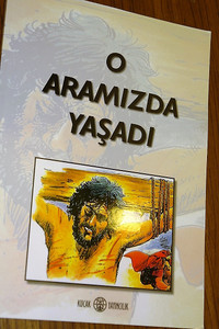 The Life of Jesus in Turkish Language Comic Strip Book / O Aramizda Yasadi / İsa Mesih'in hayatını anlatan çizgi roman / O Aramızda Yaşadı