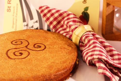 ORGANIC RASPBERRY BRETON CAKE