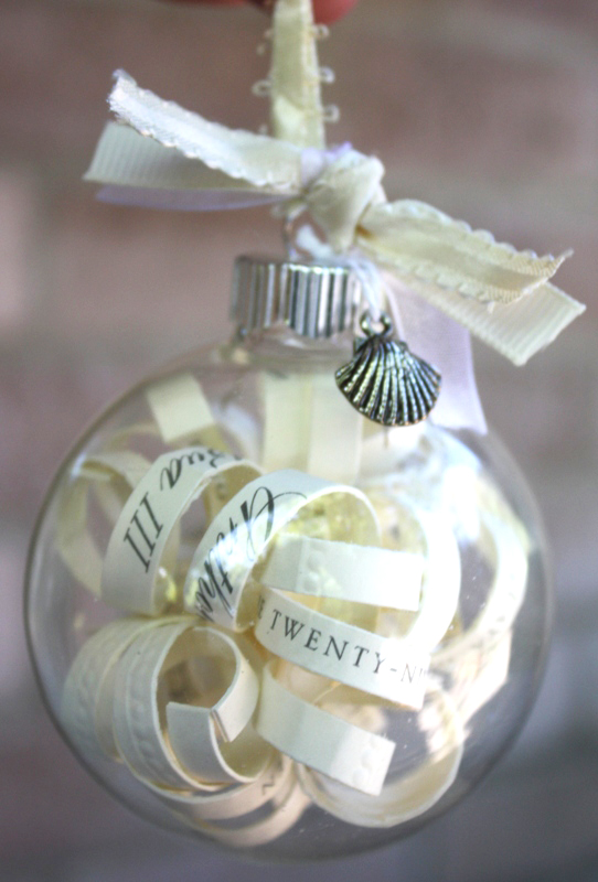 glass-memory-ball-bauble-wedding-bomboniere-centrepiece.jpg