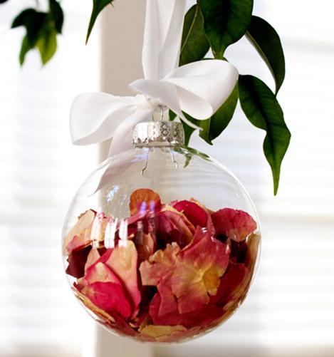 glass-memory-ball-bauble-wedding-centrepice-idea.jpg