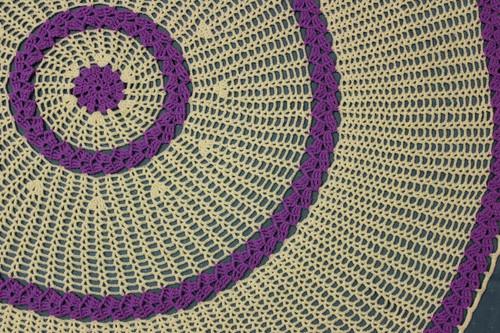 CMPATC095 Circular baby shawl with sideways leaves.