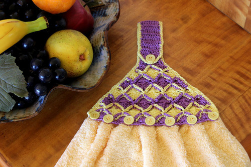 Craft Moods crochet pattern by Vicki Moodie, CMPATC109, Bavarian Towel Topper, for a towel topper using 4ply cotton and Bavarian crochet stitch.