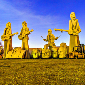 Beatles Statues // HTX044
