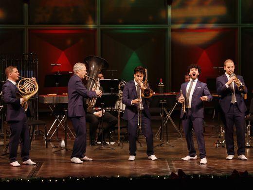 Canadian Brass, Milwaukee Symphony make joyful, triumphant music together in holiday show