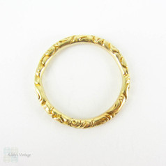 Antique Georgian 15 Carat Gold Split Ring. Engraved Floral Design Large Ring for Joining Jewellery or Charm Holder 20.4 mm, Circa 1800s.