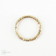 Antique 9 Carat Gold Split Ring. Engraved Floral Design 16.7 mm Split Ring for Charms, Fobs and Chains, Circa Mid 1800s.