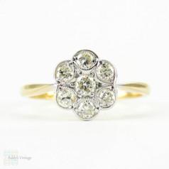 Vintage Daisy Engagement Ring, Flower Shape Diamond Cluster Ring. Circa 1940s, 18 Carat & Platinum.