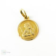 Vintage Angel Charm in 18 Carat Yellow Gold. Small Cherub Gold Pendant.