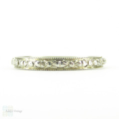 Vintage 1920s Engraved Wedding Ring, 18K White Gold Flower Design Wedding Band with Milgrain Beading. Size O.5 / 7.5.