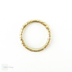 Antique 9 Carat Gold Split Ring. Engraved Floral Design 17.2 mm Split Ring for Charms, Fobs and Chains, Circa Mid 1800s.