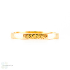 Mid Century 22 Carat Gold Wedding Ring, Faceted Shape Band with Engraved Flower & Leaf Pattern. Circa 1960s, Size N.5 / 7.