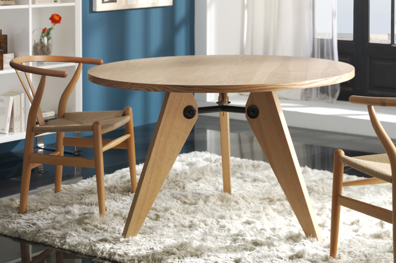 gueridon-table-with-wishbone-chairs.jpg