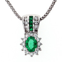 Emerald Diamond Pendant with FVS2 Dia