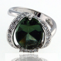 18kt White Gold Green Tourmaline Ring with Dia