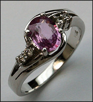 1ct Pink Sapphire Gold Ring with 4 Diamonds