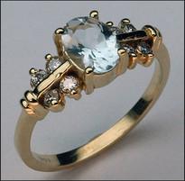 Aquamarine Ring with 6 Diamonds