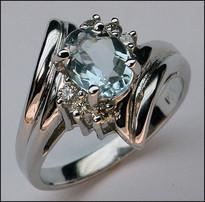 14kt Aquamarine Ring - White Gold, 6 Diamonds, 1ct Aquamarine