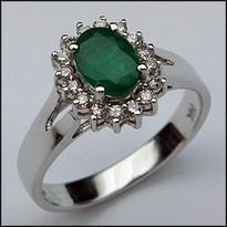 .82ct Oval Emerald Gemstone Ring with 16 Diamonds
