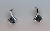 14kt Gold Blue Topaz Earring EGE145