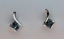 14kt Gold Blue Topaz Earring EGE145