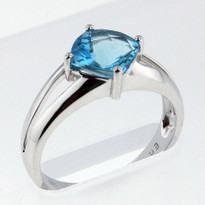 14kt Gold Blue Topaz  Ring EGR189