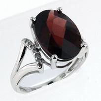 .06ct Garnet and Diamond Ring