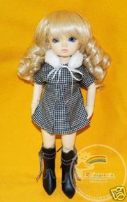 Dollfie Yo-SD Outfit B/W Houndstooth Dress & Fur Scarf