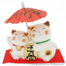 Japanese Culture Mascot Ceramic Lucky Cat Maneki Neko Couple Umbrella Piggy Bank Figurine Made in Japan