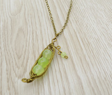 Releaserain Artist Handcrafted Jewelry Antique Bronze Copper Wire Wrapped Natural Green Grape Chalcedony Pea Pod Pendant Necklace