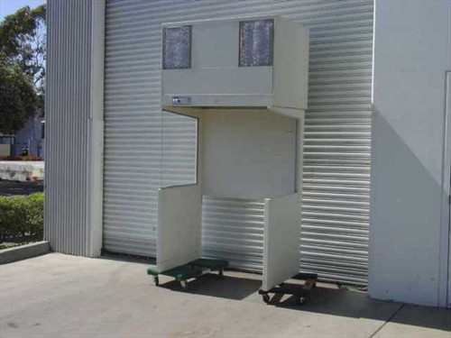 Integrated Air System LV4-30 4 foot Vertical HEPA Laminar Flow Cleanroom Hood