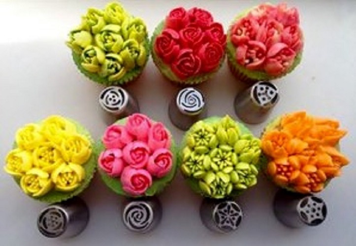 Learn to make beautiful buttercream flowers  using Russian Tips.