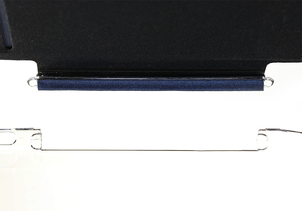 Air Jacket Flip for iPhone 6 Plus connecting the removable cover