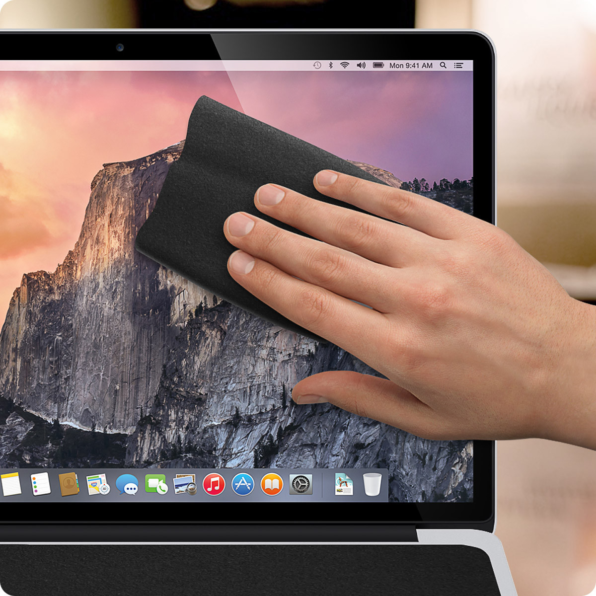 ScreenSavrz, Apple MacBook 12 - Black cleaning cloth
