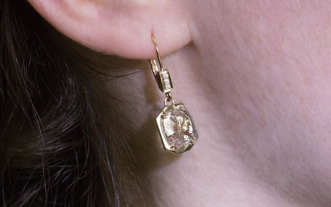 EDZIZA Earrings in Yellow Gold with 1.08 Carat Cognac and White Diamonds