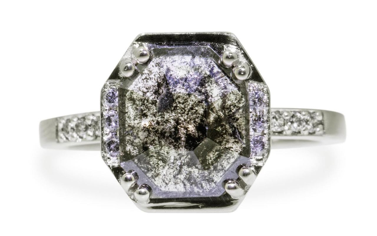 MAROA Ring in White Gold with 1.37 Carat Salt and Pepper Diamond