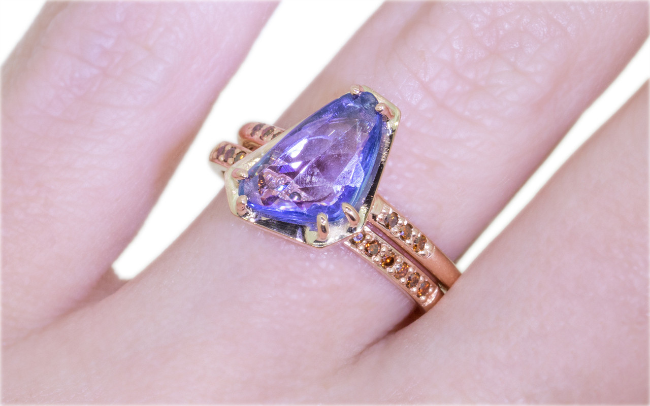 KIKAI Ring in Rose Gold with 1.82 Carat Blue Sapphire