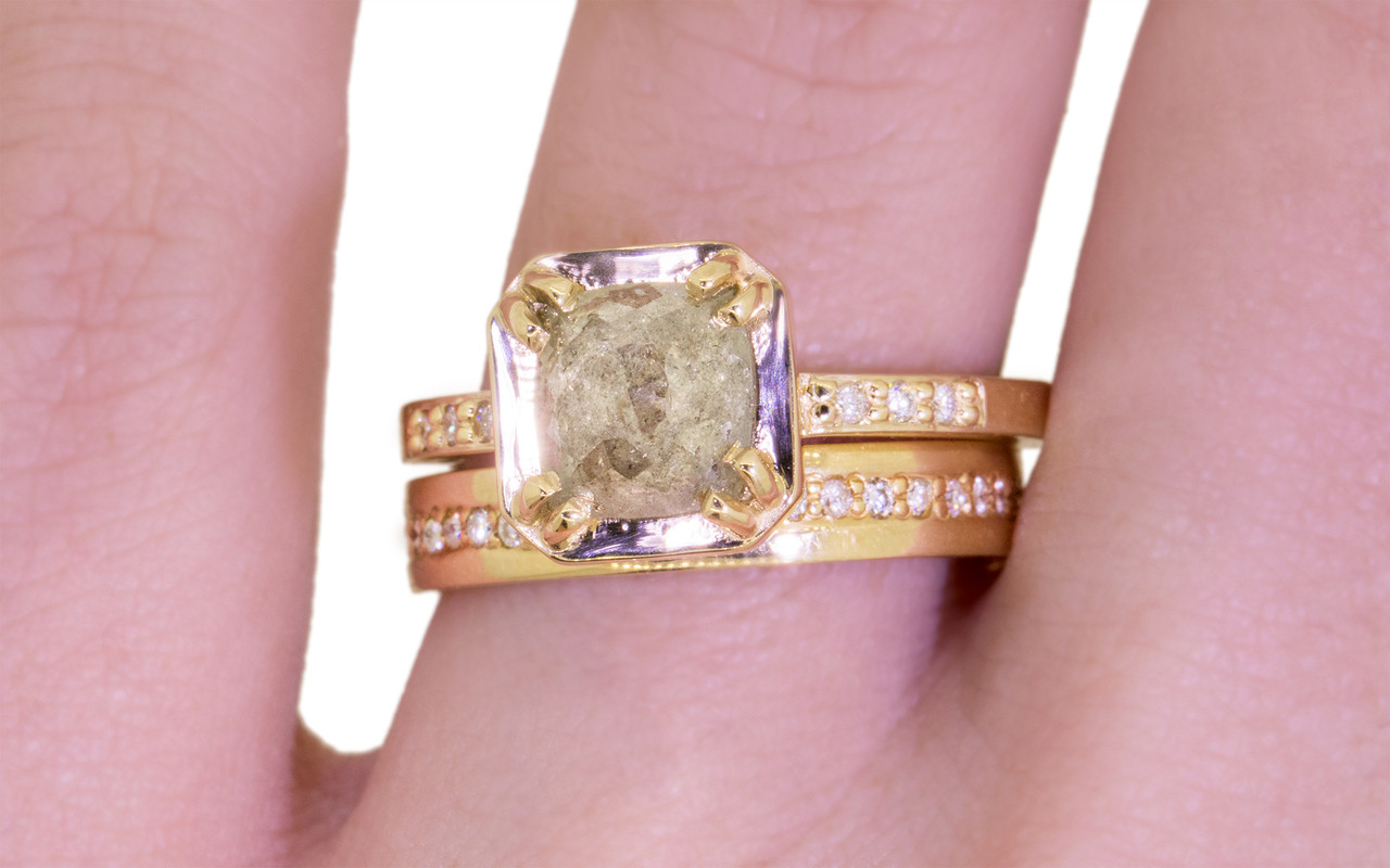 AIRA Ring in Yellow Gold with 1.38 Carat Light Gray Diamond