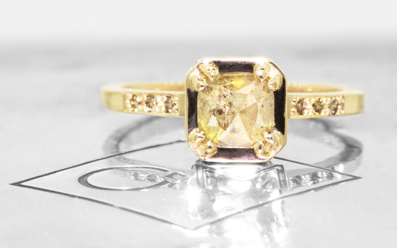 MAROA Ring in Yellow Gold with .54 Carat Champagne Diamond